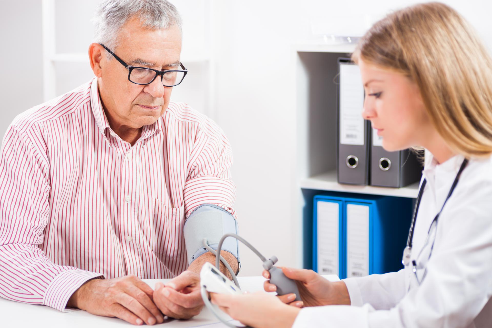 u nastupu hipertenzije