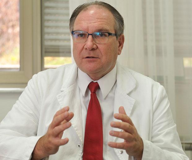 liječnik tretira hipertenzije kardiolog)