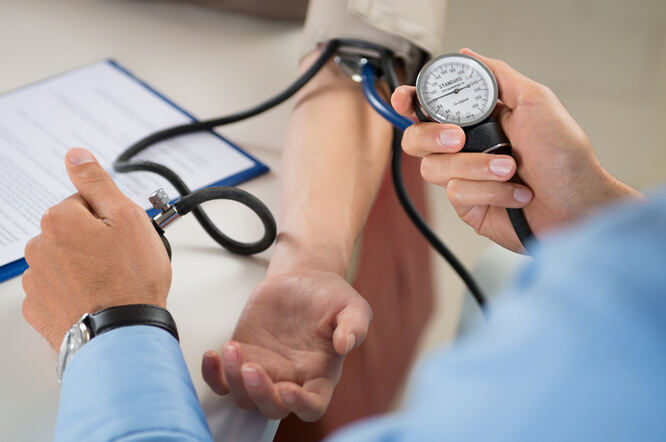 prva pomoć u nastupu hipertenzije)
