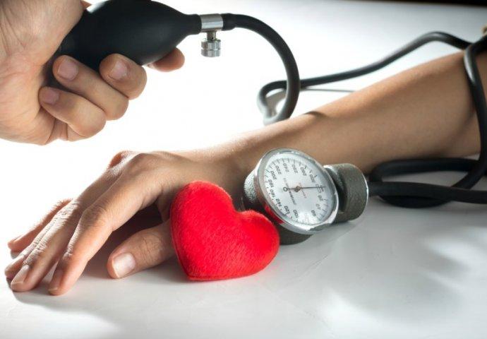 srčane bolesti visokog krvnog tlaka koji je)